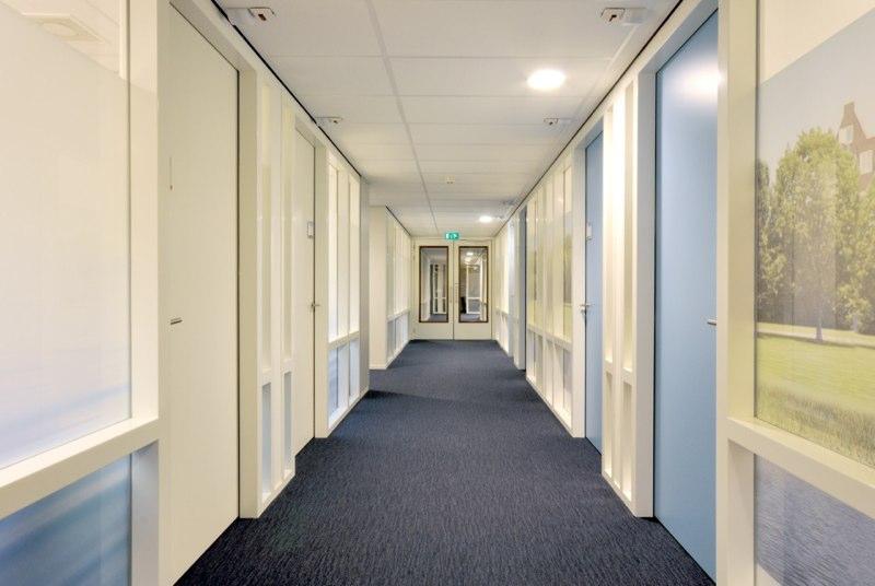 nieuw-interieur-ontwerp-GGZ-centrum-Autisme-Kristal-Zijlstra-Schipper-Architecten-gang