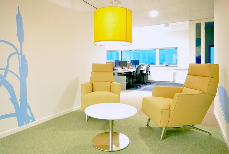 Interieur-architect-Noord-Holland-nieuw-interieur-ontwerp-GGZ-centrum-Autisme-Kristal-Zijlstra-Schipper-Architecten-laag zitten